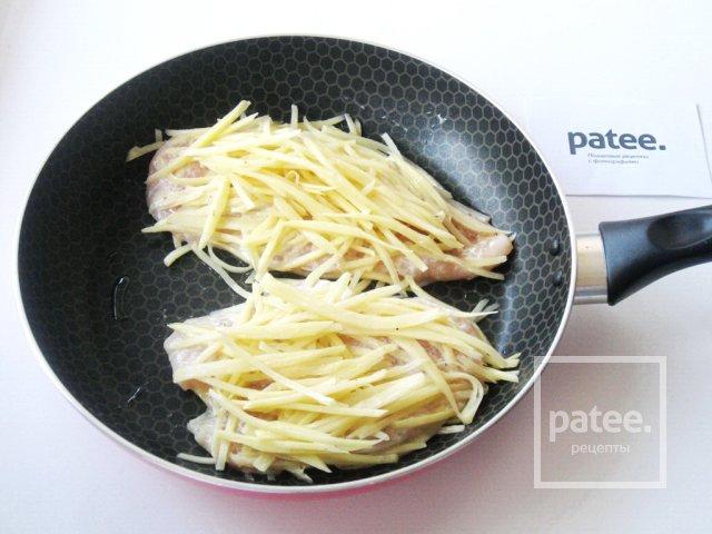 Филе куриной грудки в картофельной соломке
