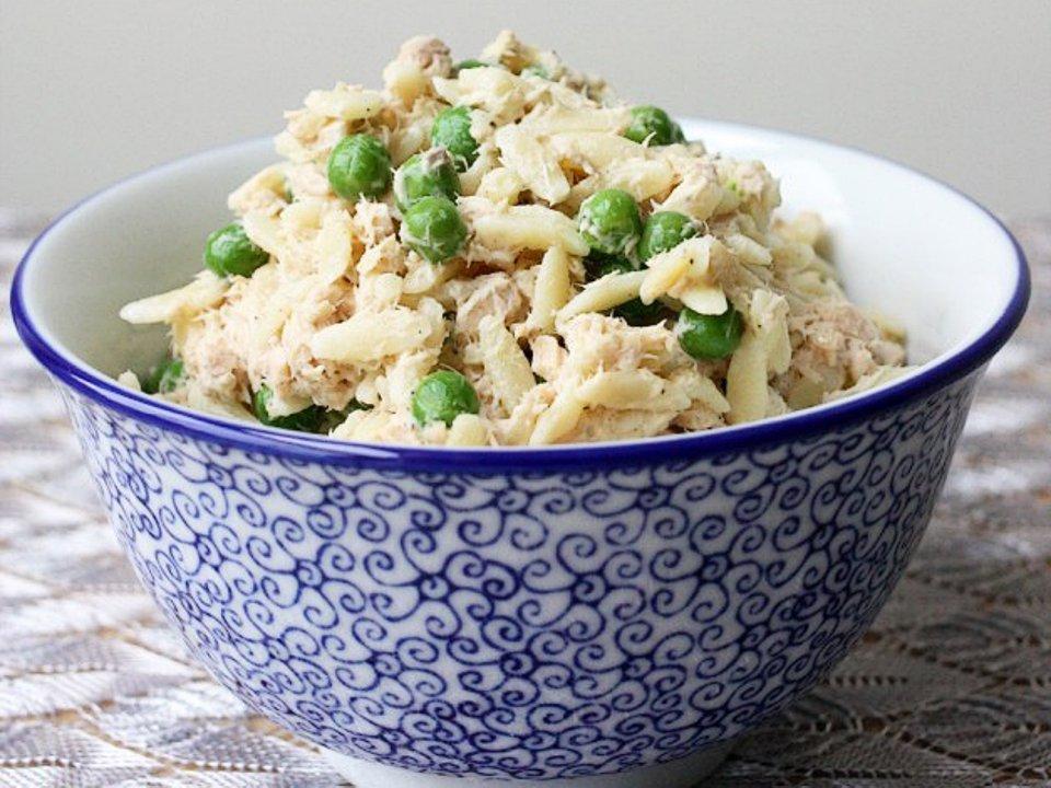 Салат из огурцов, трески и орзо, пошаговый рецепт с фото