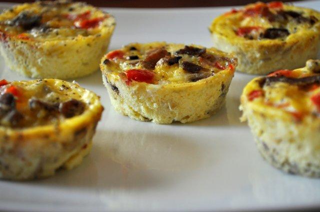 Мини-фриттата с беконом и овощами