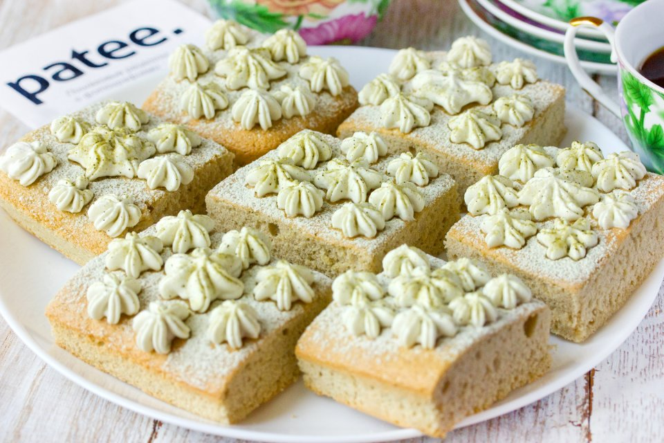 Пирожные с зелёным чаем