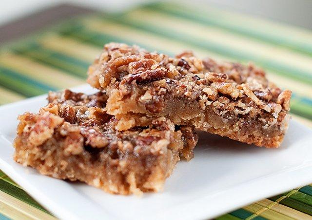 Пирог с орехами и кленовым сиропом