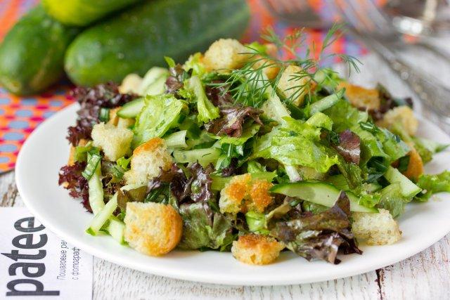 Легкий салат из микса салатов