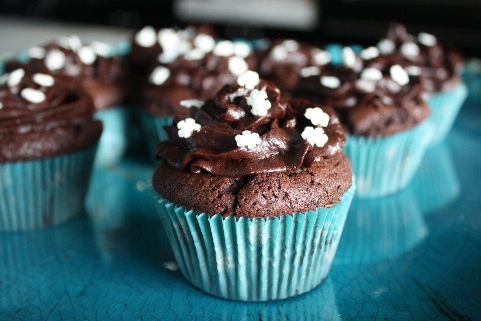 Шоколадные кексы с шоколадным кремом - рецепт с фотографиями - Patee.  Рецепты