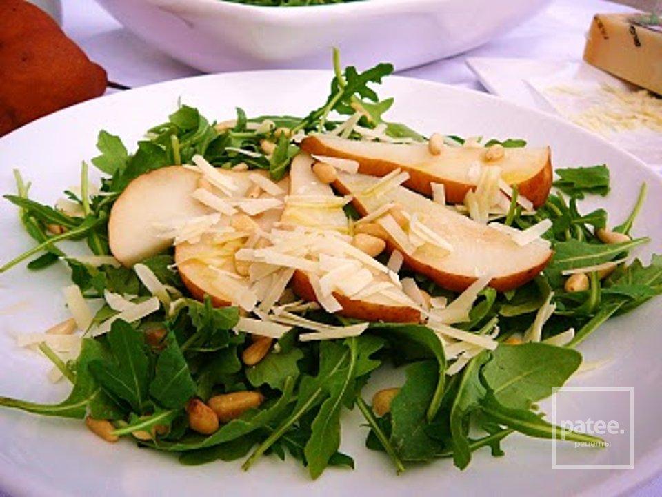 Грушевый салат с рукколой