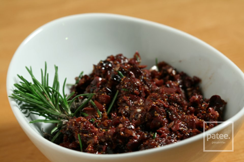 Тапенада с оливками и инжиром