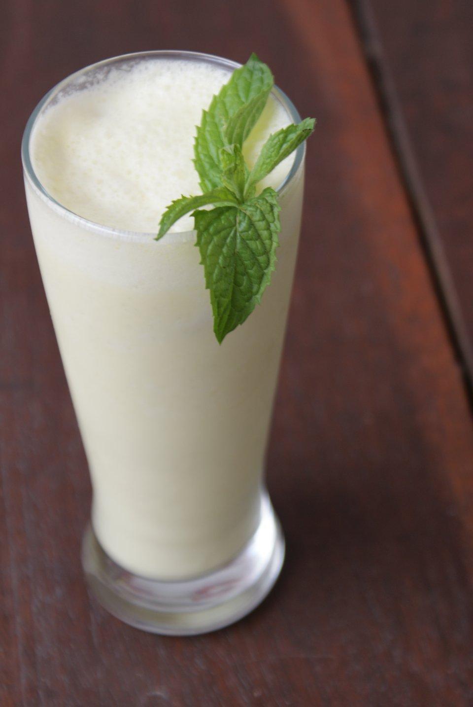Лимонад из манго с кокосовым молоком