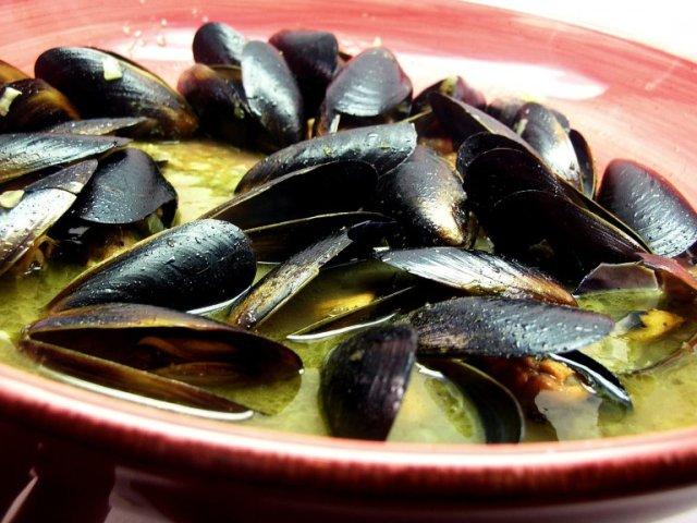 Как приготовить мидии в чесночно сливочном соусе 6