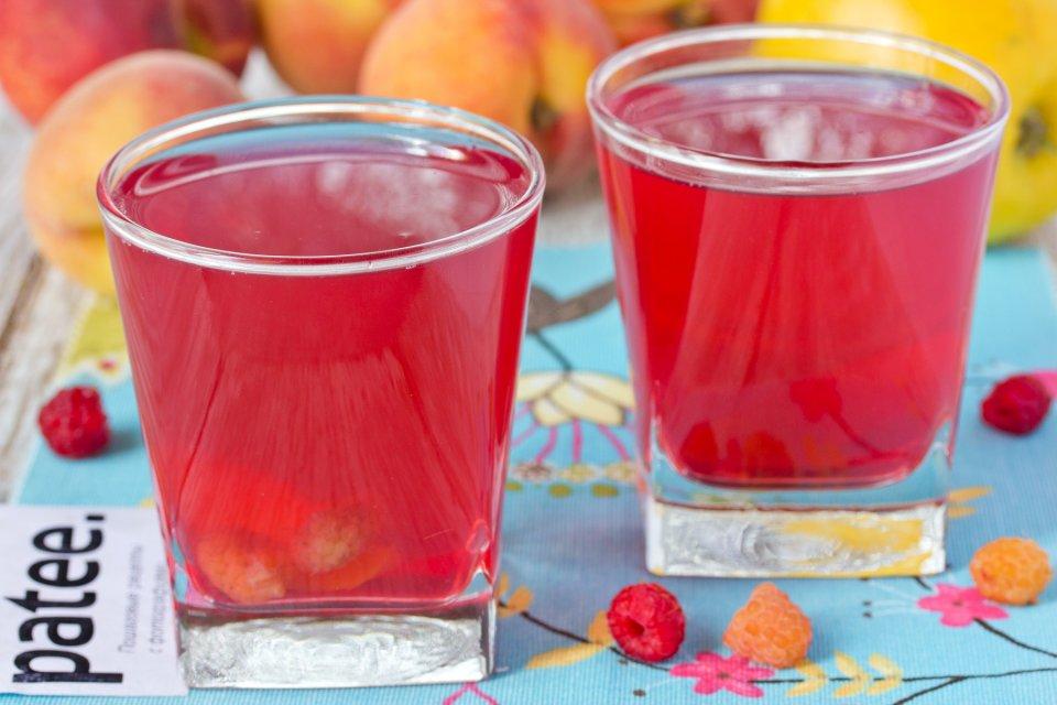 Летний фруктово-ягодный компот