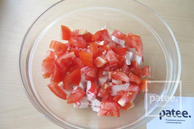Салат с моцареллой, крабовыми палочками и овощами - Шаг 6
