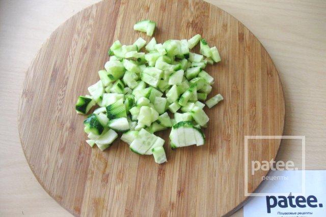 Салат с моцареллой, крабовыми палочками и овощами - Шаг 7