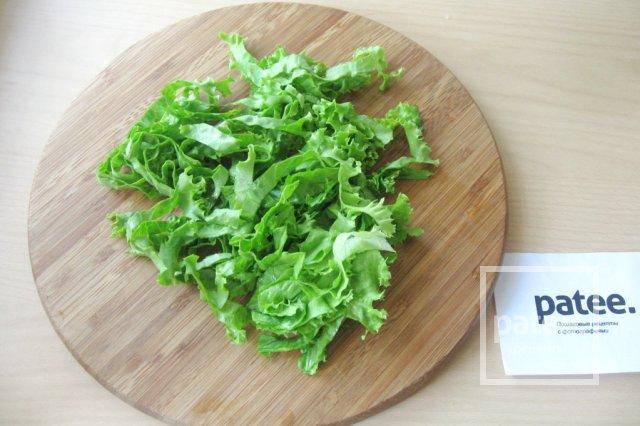 Салат с моцареллой, крабовыми палочками и овощами - Шаг 9