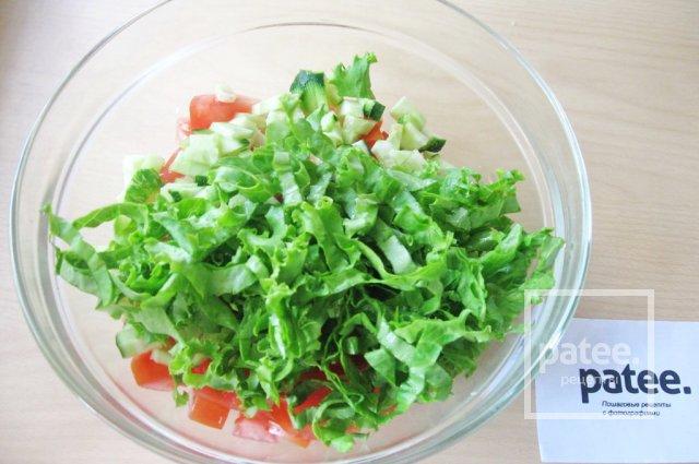 Салат с моцареллой, крабовыми палочками и овощами - Шаг 10