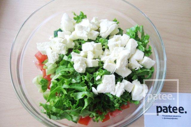 Салат с моцареллой, крабовыми палочками и овощами - Шаг 12