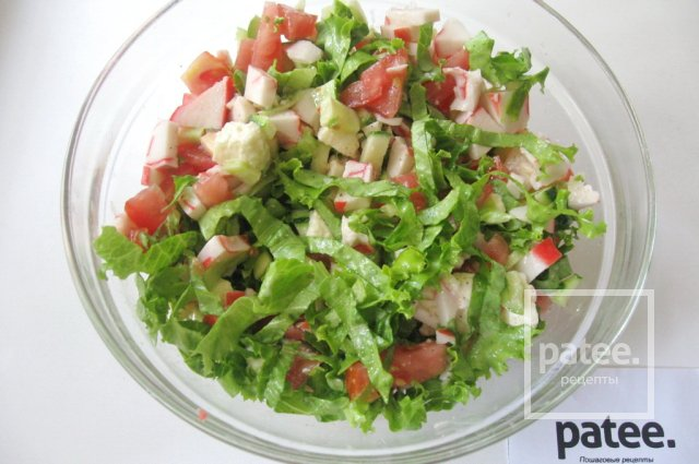 Салат с моцареллой, крабовыми палочками и овощами - Шаг 13