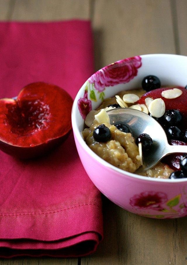 Овсянка с фруктами и миндалем