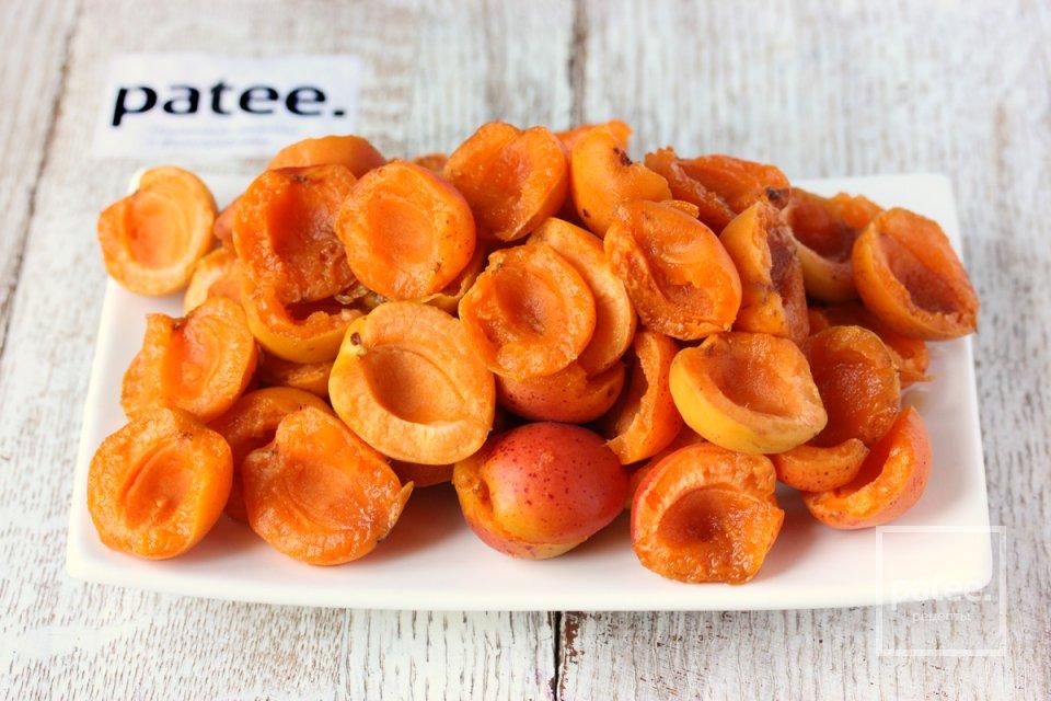 Пирог с абрикосами и миндальной корочкой