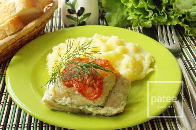 Филе хека, запеченное с овощами в фольге
