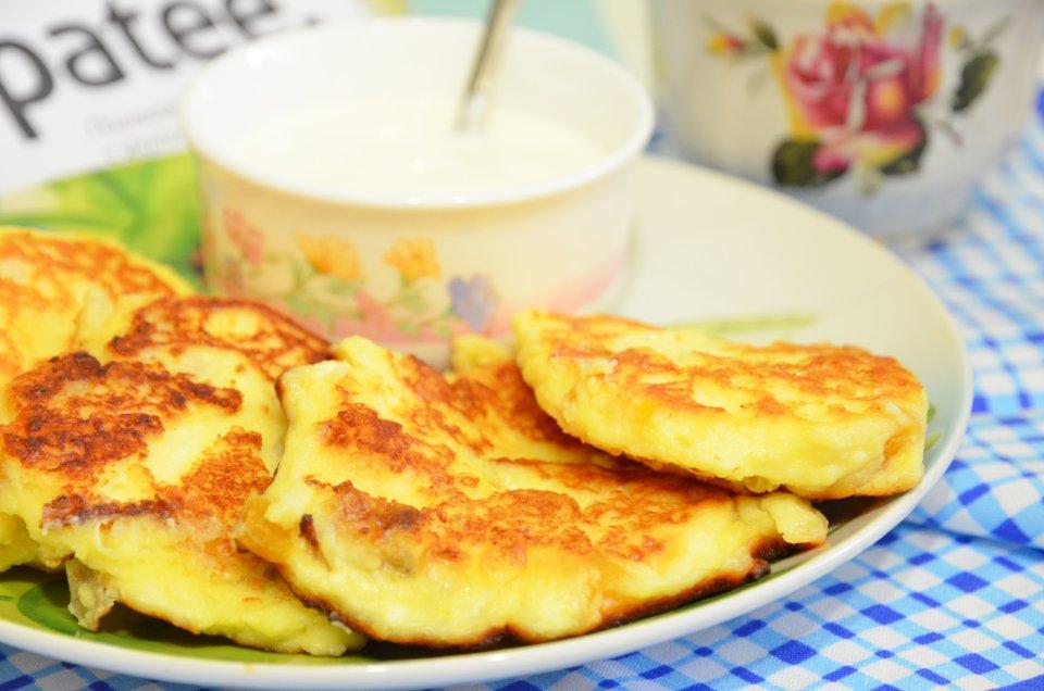 Сырники с бананом, курагой и ванильным сахаром