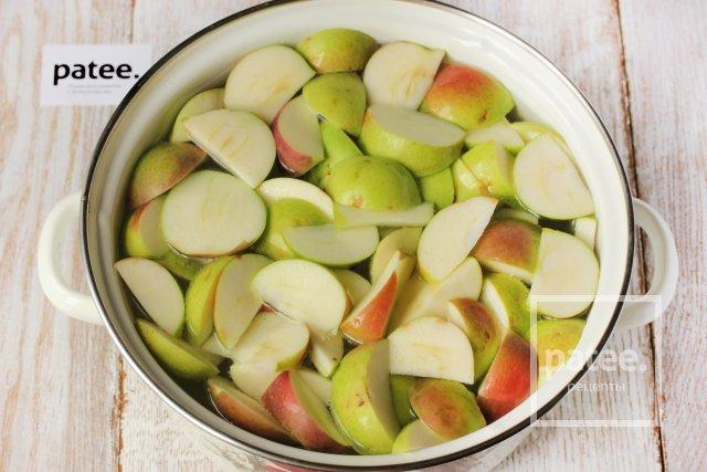 Яблочный компот с базиликом