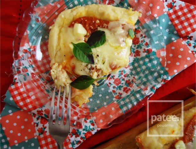 Пицца с сыром и базиликом