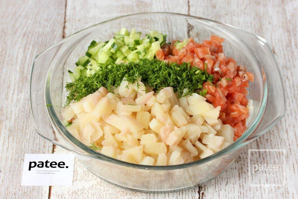 Праздничный салат с сёмгой