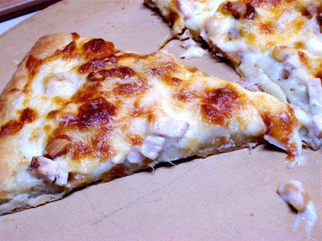 Пицца с курицей и кешью