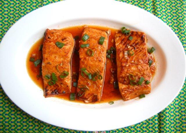Печеный лосось в пряном соусе