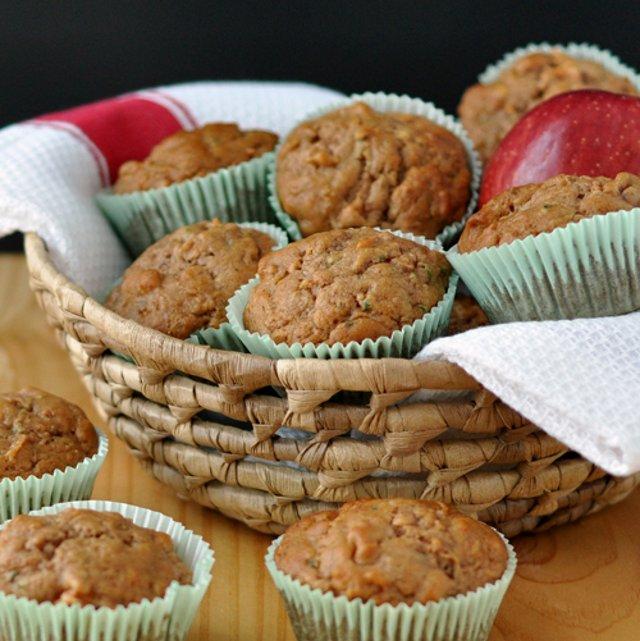 Яблочные кексы с цуккини и орехами