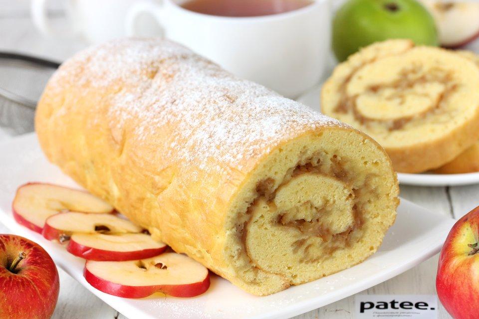 Бисквитный рулет с яблочной начинкой