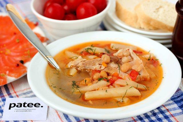 Суп со свиными рёбрышками и консервированной фасолью