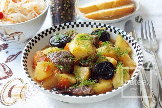 Говядина с черносливом и картофелем