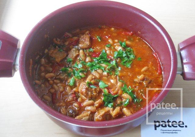 Свинина с фасолью в томатном соусе