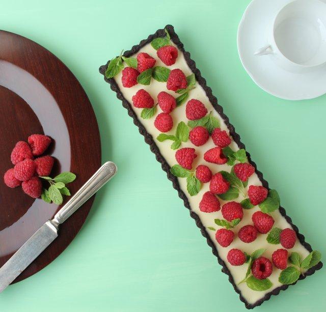 Шоколадно-мятный тарт с малиной