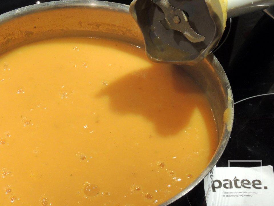 Тыквенный суп с сухариками