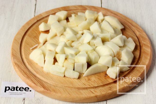 Медовый пирог с орехами и яблоками
