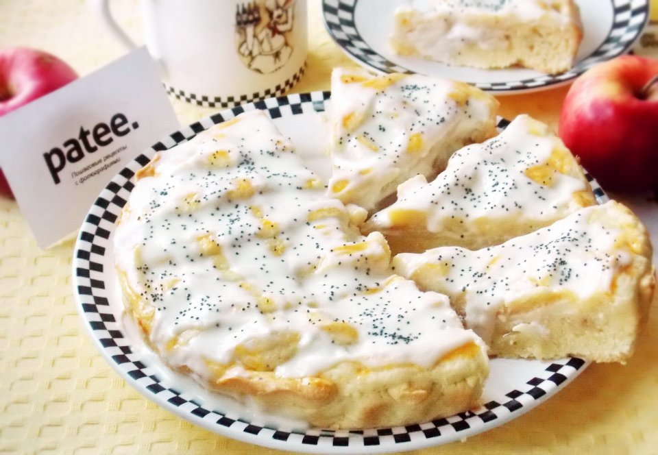 Пирог с яблоками и сметанным кремом