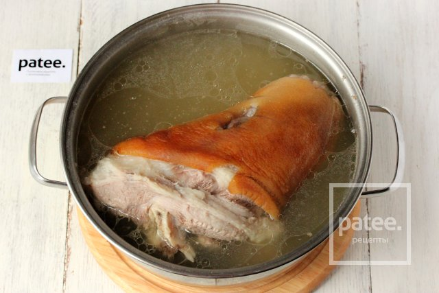 Свиная рулька с медово-горчичной корочкой