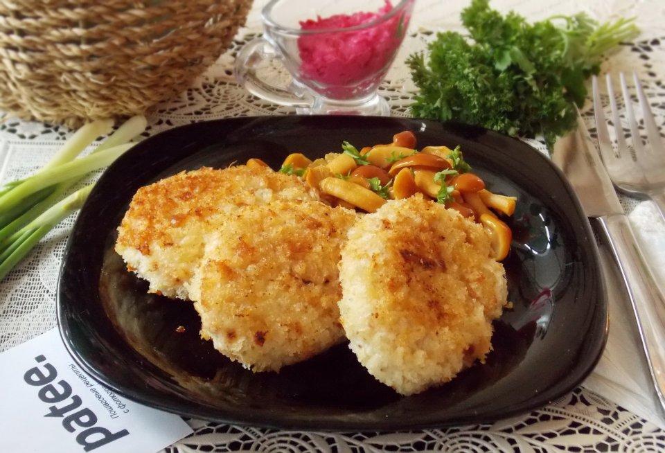Котлеты из тунца с сыром и сметаной