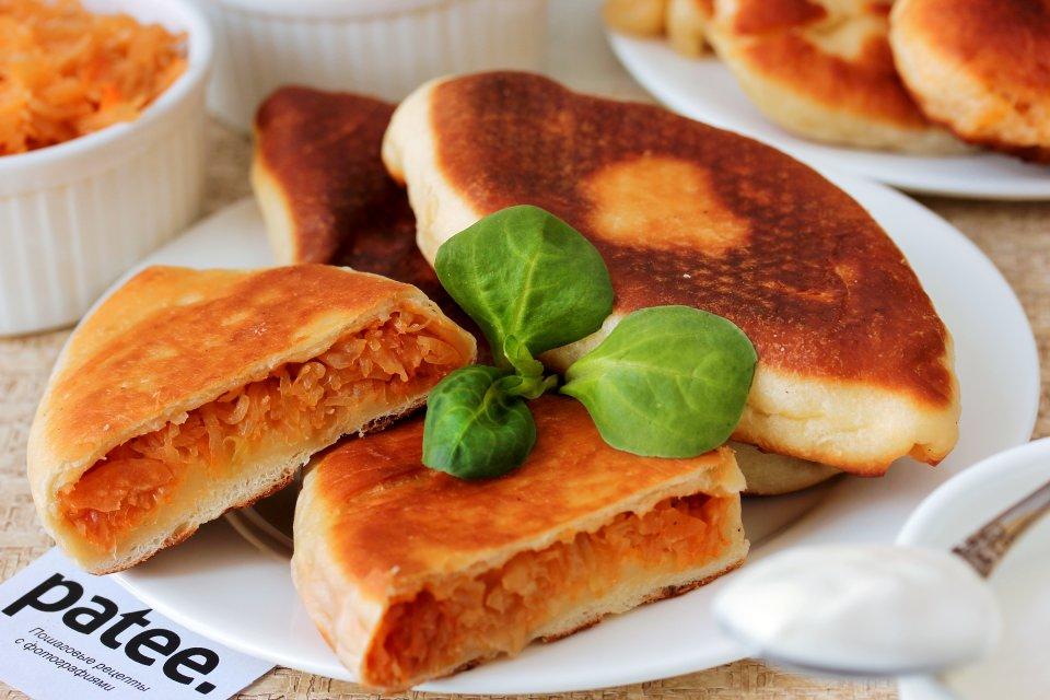 Жареные пирожки с квашеной капустой