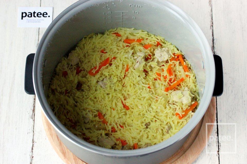 Рис с куриной грудкой и изюмом в мультиварке
