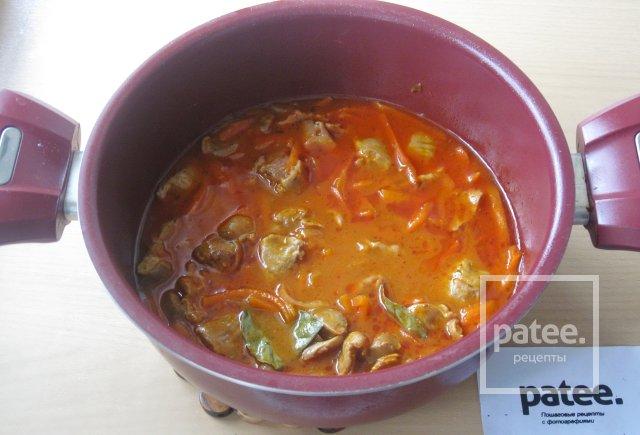 Куриные желудки в томатной подливе