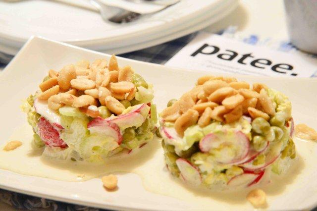 Крабовый салат с рисом и огурцами