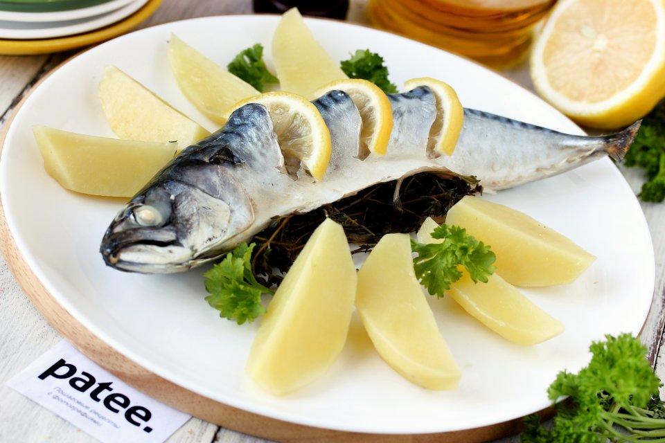 Скумбрия с лимоном и тимьяном на пару в мультиварке
