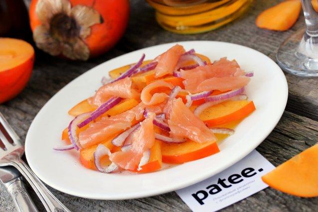 Салат с хурмой и красной рыбой