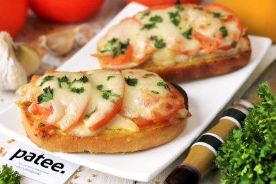 Рецепт Горячие бутерброды с курицей, помидорами и моцареллой