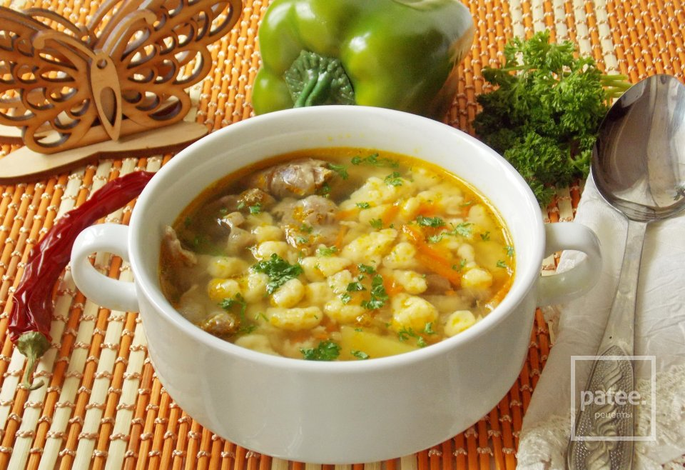 Немецкий суп с куриными потрошками и клецками