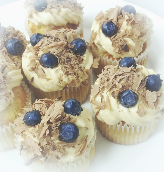 Кап-кейки ванильные с кремом пралине