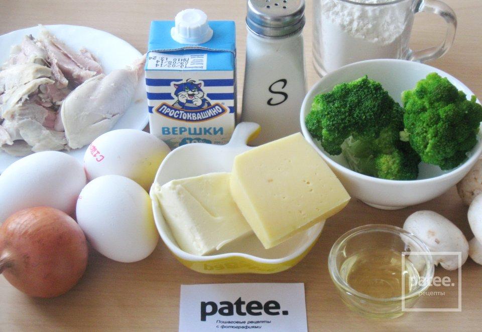 Пирог с курицей, грибами и брокколи