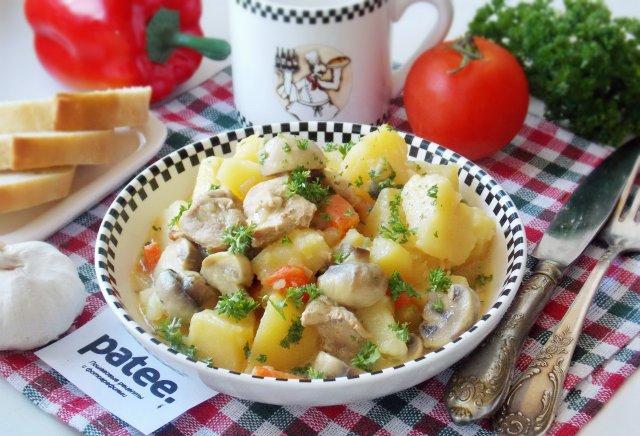 Свинина с картофелем и грибами  в сырном соусе