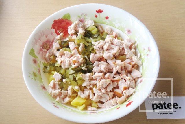 Салат с копченой куриной грудкой и картофелем